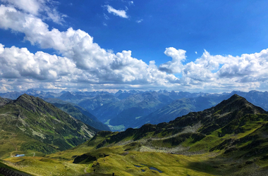 Panoramablick übers Seetal im Sommer am Hochjoch